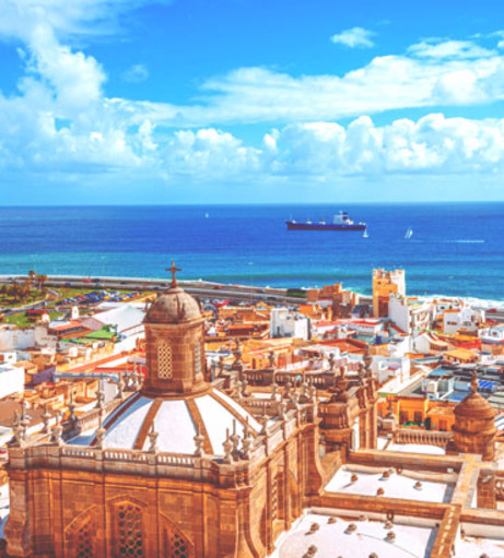 Looking over Old Town towards the azure Atlantic Ocean. Discover Gran Canaria Stag Party i